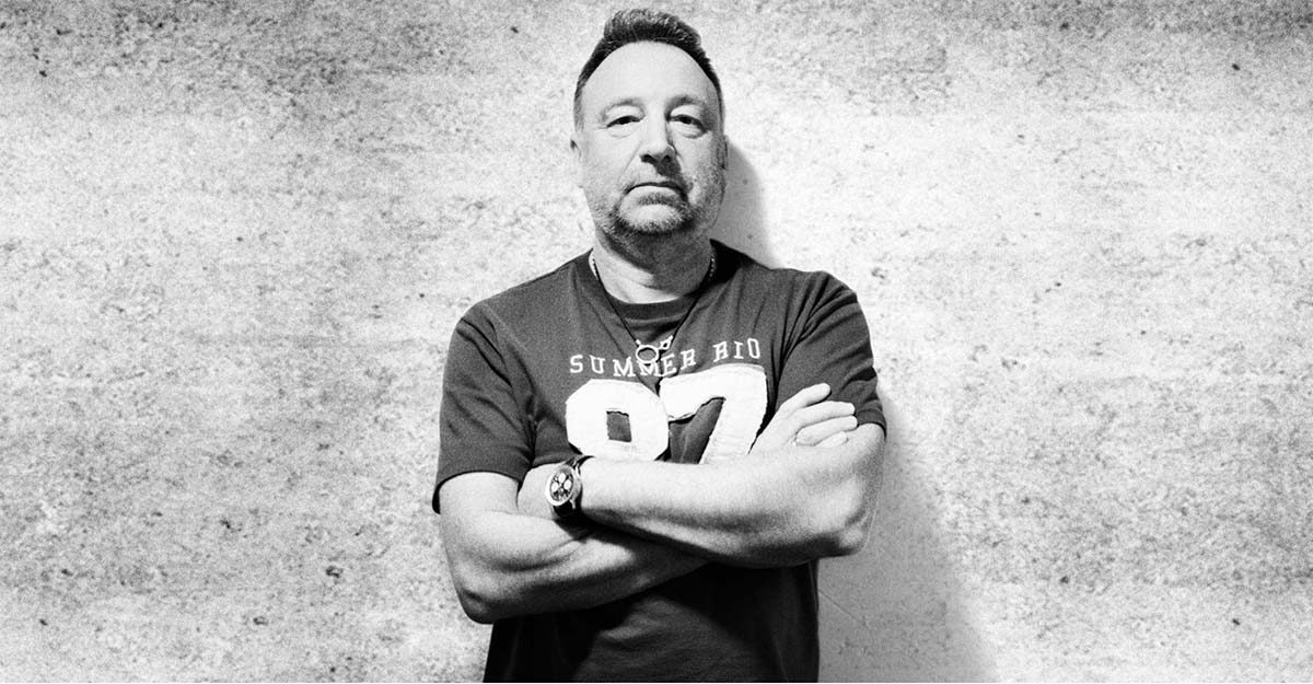 Peter Hook Photo by Julien Lachaussée